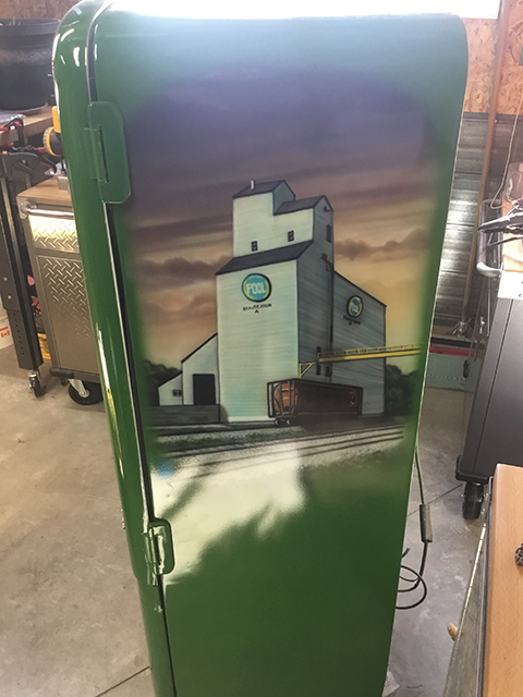 uncle-d-s-airbrushing-fridges-and-stuff-17