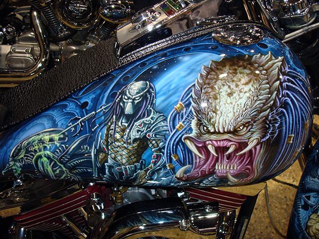 uncle-d-s-airbrushing-motorcycles-alien-vs-predator-1