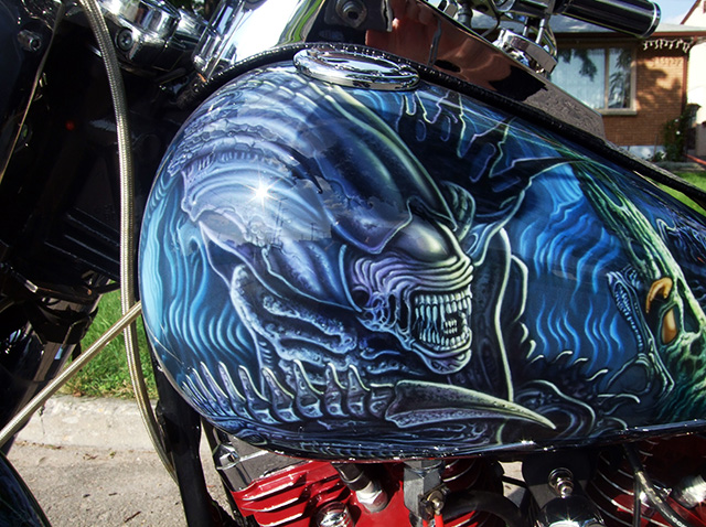 uncle-d-s-airbrushing-motorcycles-alien-vs-predator-3