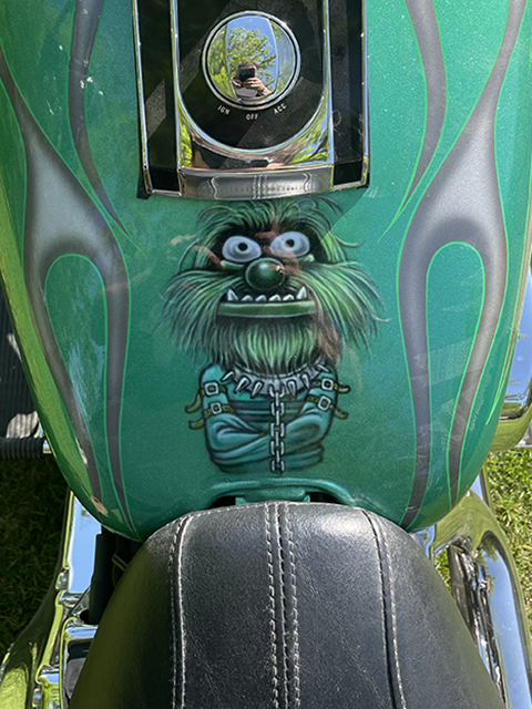 uncle-d-s-airbrushing-motorcycles-animals-green-animal