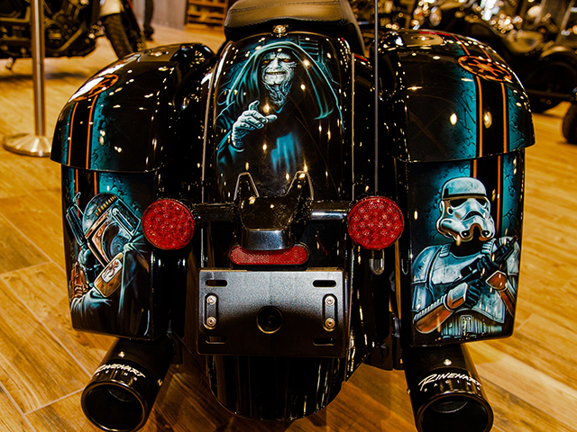 uncle-d-s-airbrushing-motorcycles-star-wars-11