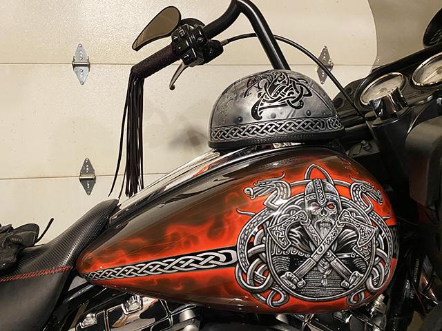 uncle-d-s-airbrushing-motorcycles-vikings-b