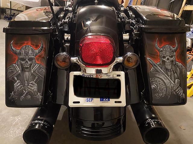 uncle-d-s-airbrushing-motorcycles-vikings-h